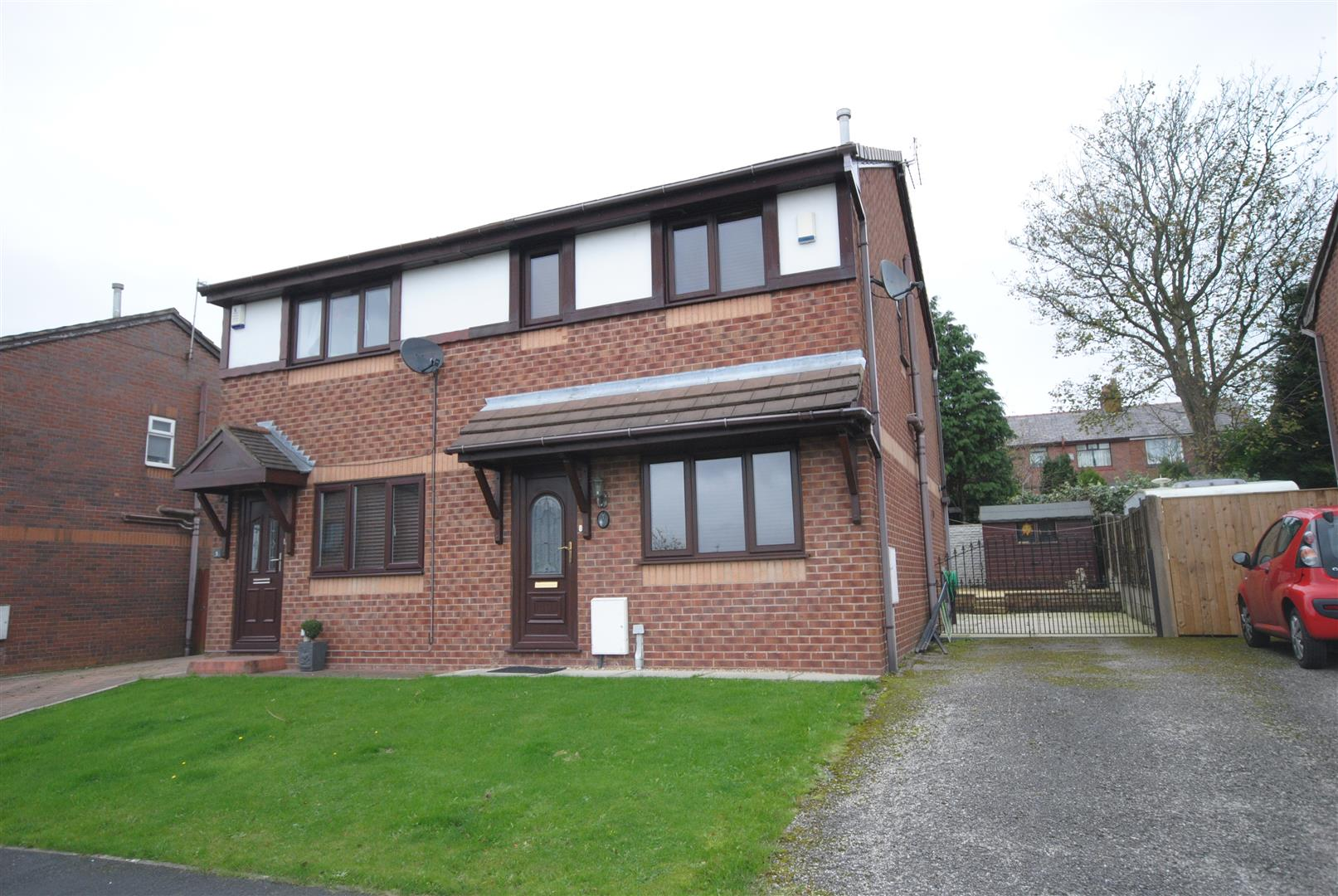 3 Bedrooms Semi Detached House for sale in Gray Close, Wigan